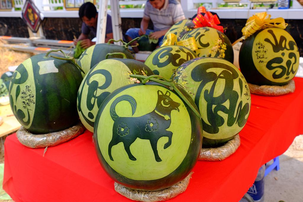 trái cây tạo hình khắc chữ
